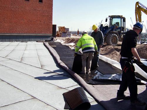 "The system build-up ""Driveway with Elastodrain®"" is being installed"