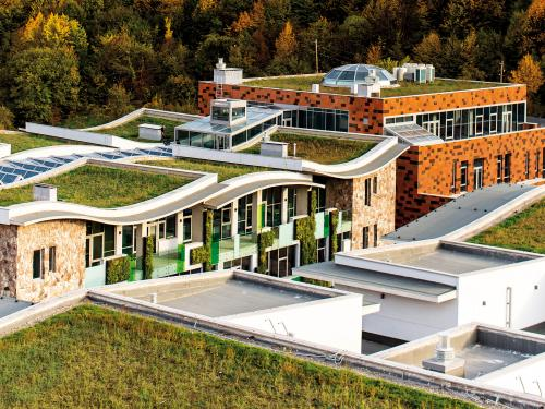 Wavelike green roof areas